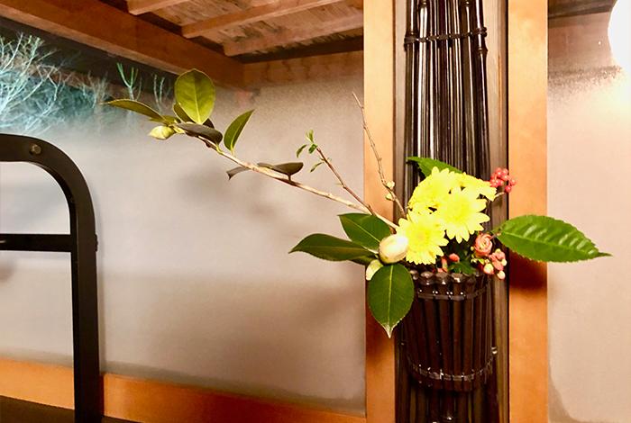 1月の生け花 壁掛け 菊 椿