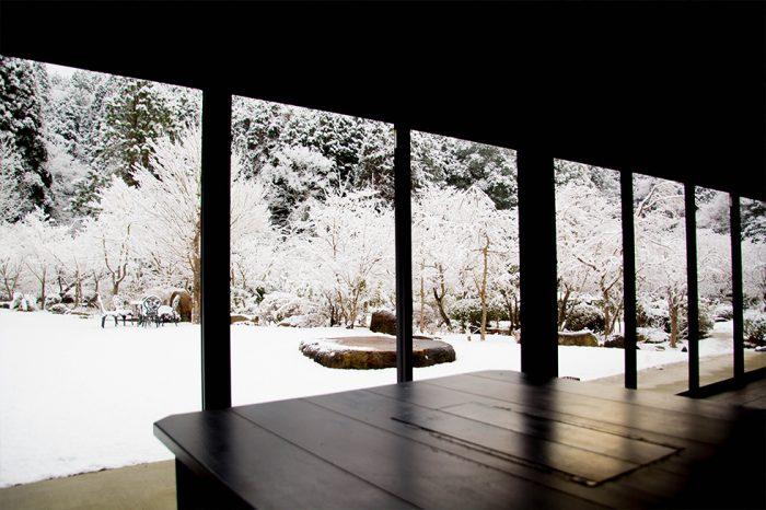 ゆう月の庭園 冬 雪景色 店内