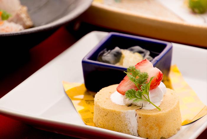 冬の会席料理 ロールケーキ いちご 和三盆