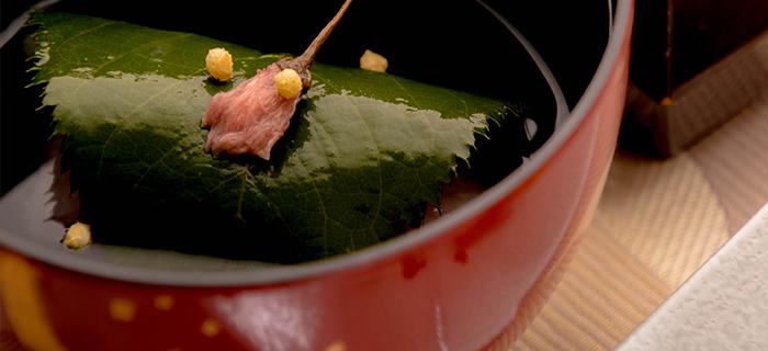 綾部の料亭 ゆう月 春の会席料理 お椀 桜蒸し