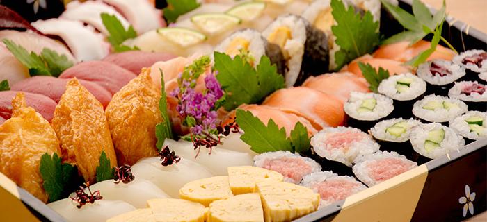 綾部の料亭 ゆう月 法事の仕出し料理 寿司の盛り合わせ