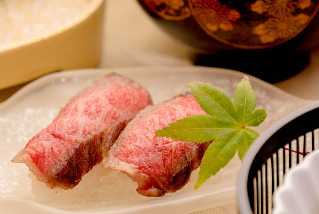 綾部の料亭 ゆう月 丹波牛会席の一品 寿司