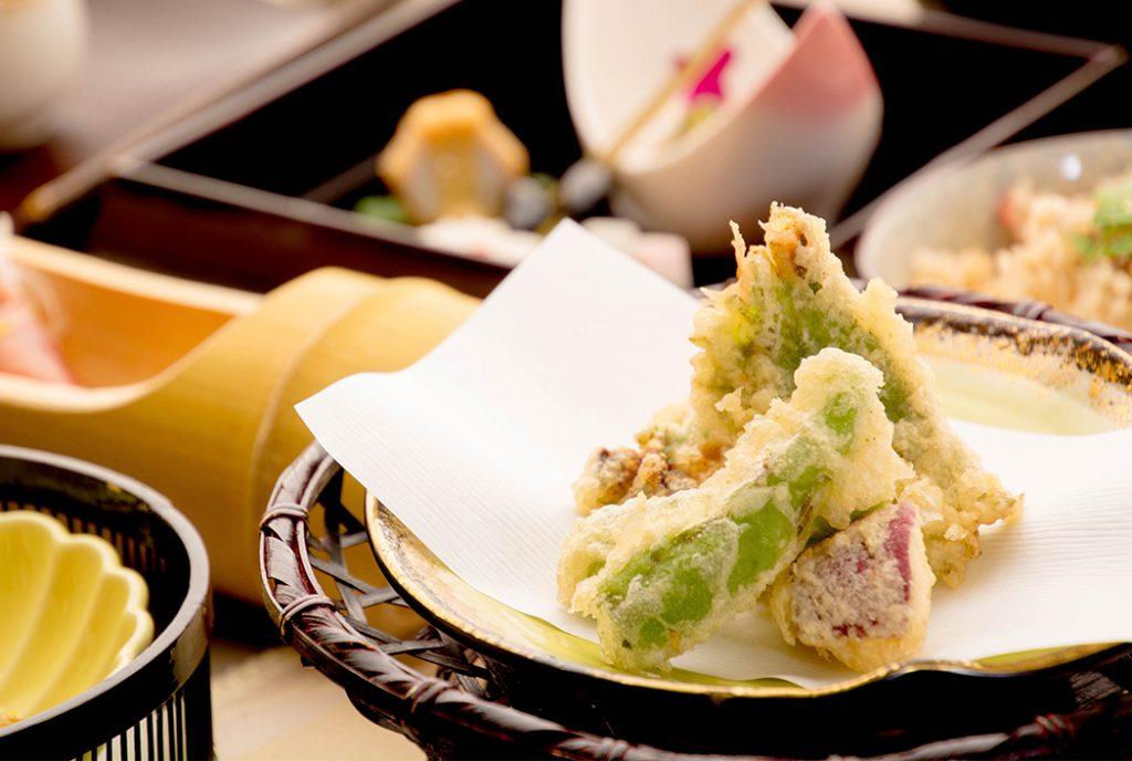 綾部の料亭 ゆう月 12月の会席料理 忘年会用 牡蠣の天ぷら