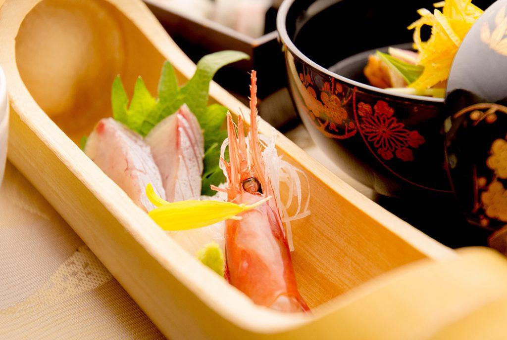 綾部の料亭 ゆう月 12月の会席料理 忘年会用 お造り ブリの刺身 甘海老