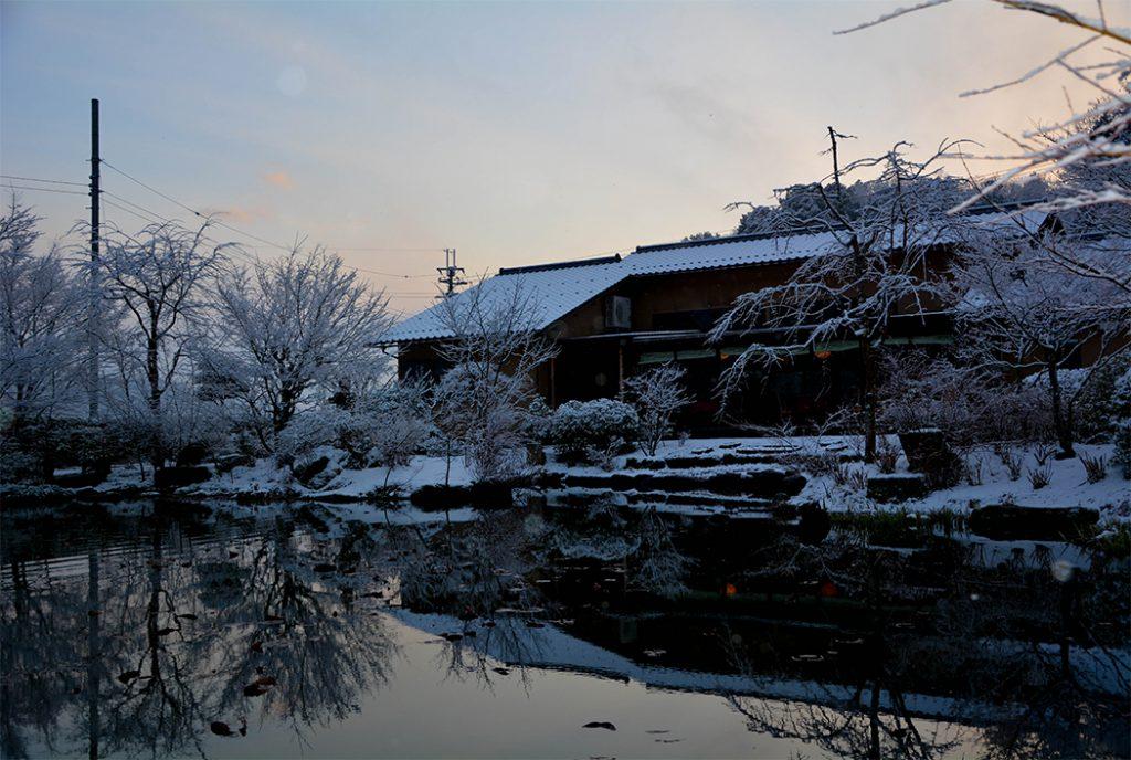 綾部の料亭 ゆう月の冬の庭園