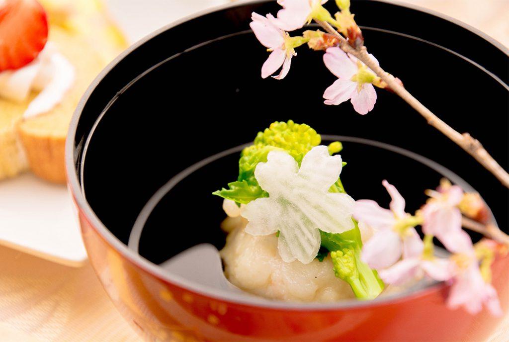 綾部の料亭 ゆう月 春の会席 桜 お花見 エビしんじょうのお吸い物 菜の花添え