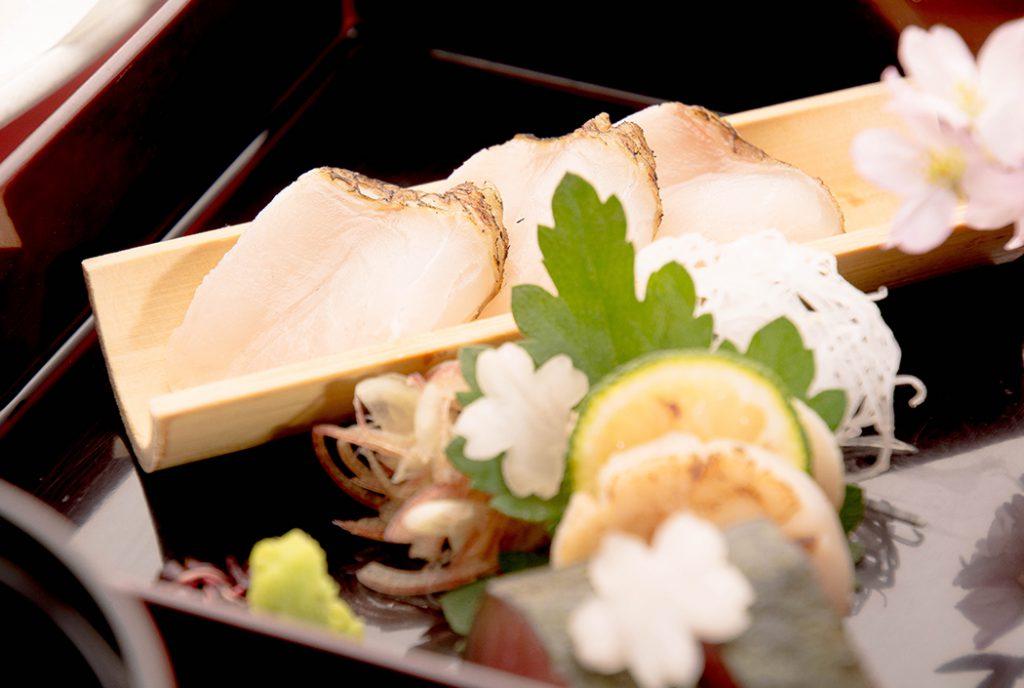 綾部の料亭 ゆう月 春の会席 お花見 真鯛の刺身 本マグロ