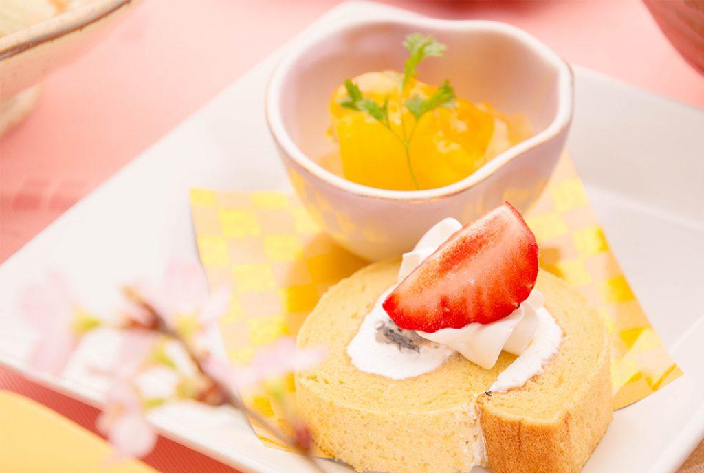 綾部の料亭 ゆう月 春の会席 桜 お花見 和三盆のロールケーキ