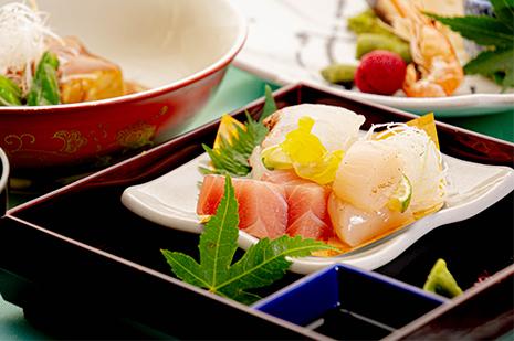 綾部の和食の店 ゆう月 夏 お盆の会席料理 刺身 真鯛の昆布締め 淡路の藻塩