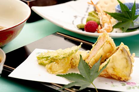 綾部の和食の店 ゆう月 夏 お盆の会席料理 賀茂茄子 えび 大黒本しめじ