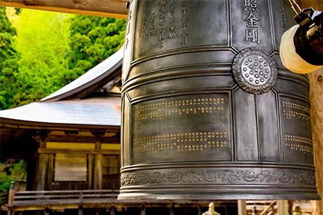 京都 ゆう月の周辺案内 観光案内 光明寺 仁王門 国宝 重要文化財 梵鐘 お寺の鐘