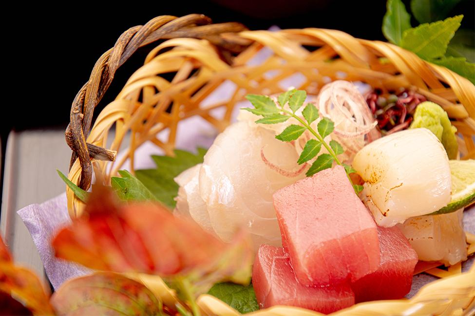 綾部の料亭 ゆう月 秋の会席料理 刺身 ヒラメ マグロ