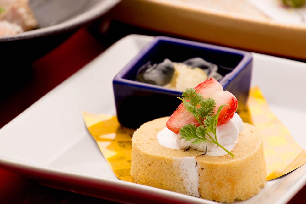 和食の店 ゆう月 冬の会席 デザート 和三盆のロールケーキ