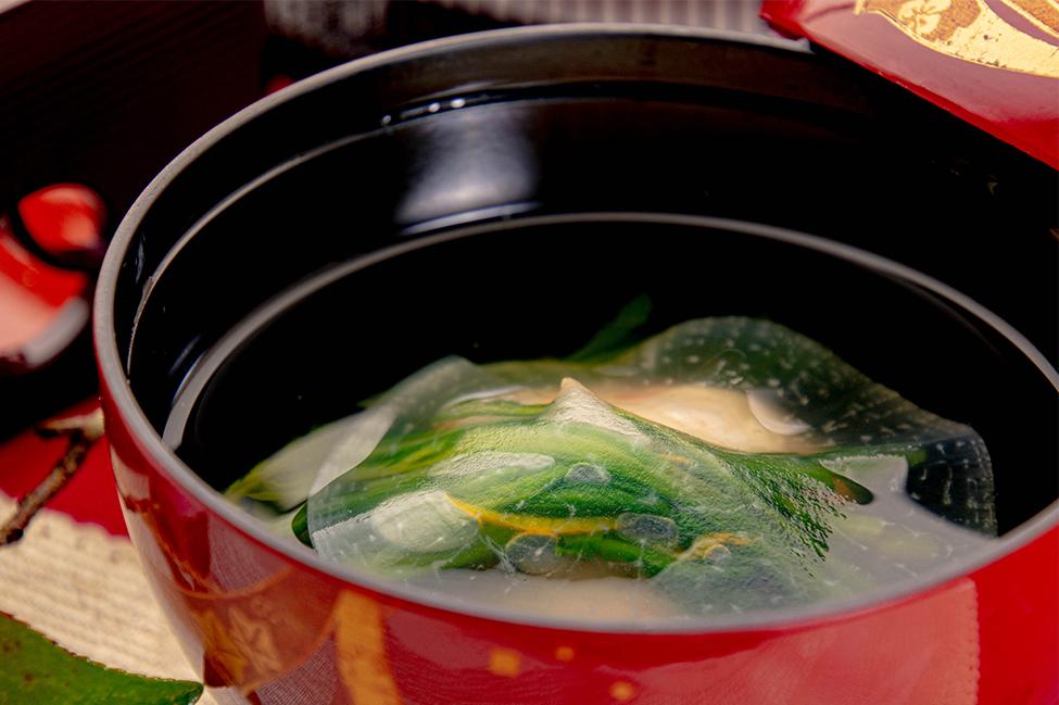 和食の店 ゆう月 冬の会席 かにしんじょうのお吸い物