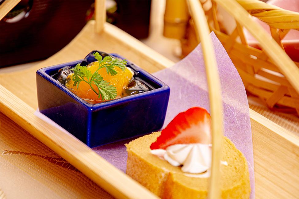 綾部の和食レストラン ゆう月の春の料理 たけのこ会席のデザート ロールケーキ