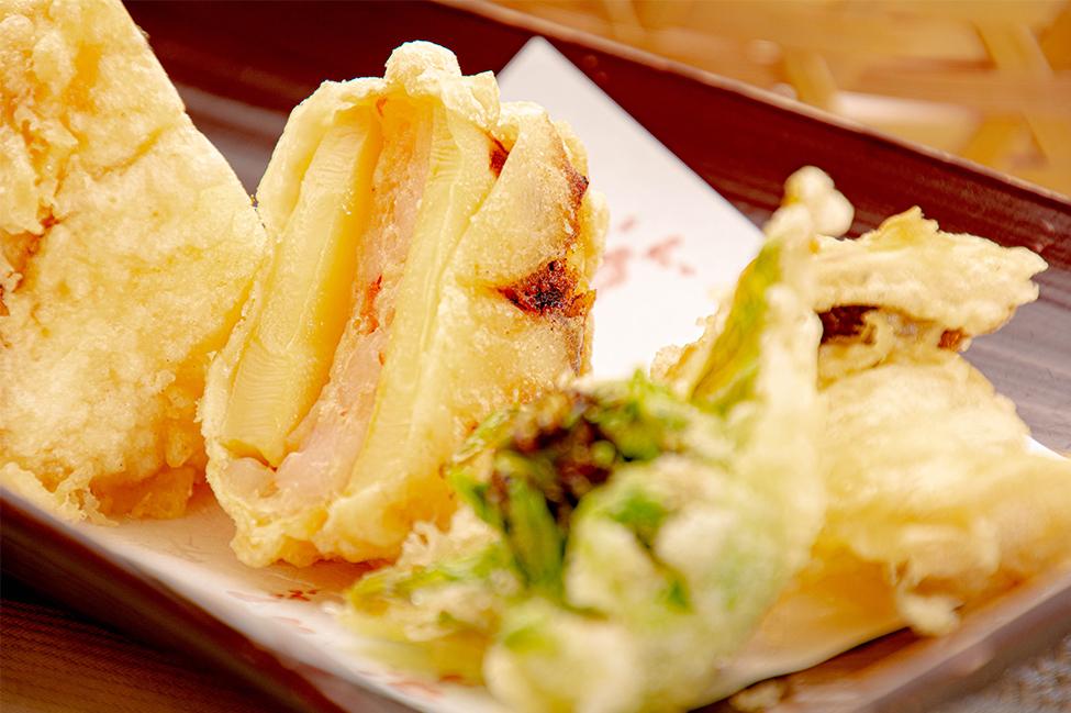 綾部の和食レストラン ゆう月の春の料理 たけのこ会席の天ぷら 山菜の天ぷら