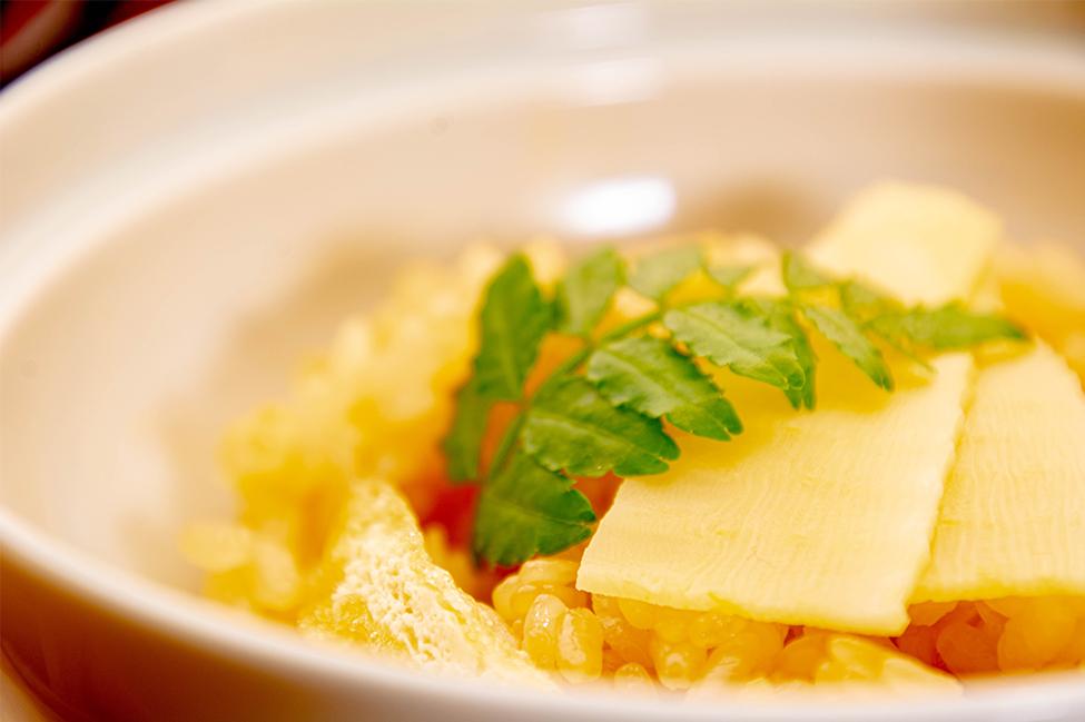 綾部の和食レストラン ゆう月の春の料理 たけのこ会席のご飯 たけのこご飯