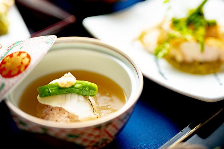 綾部の和食レストラン 夏の会席の蒸し物 鯛の飯蒸し あんかけ