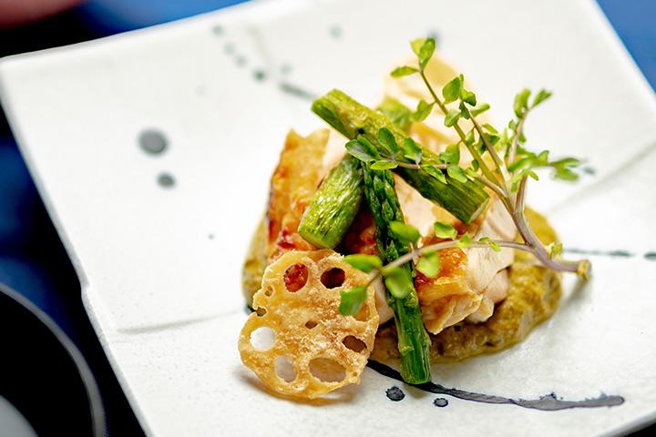 綾部の和食レストラン 夏の会席の焼物 地鶏の塩焼き 万願寺ソース