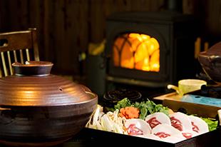 綾部の料亭 ゆう月 座席 団体 鍋料理 テーブル席