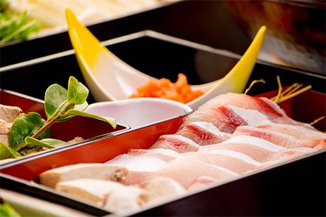 綾部の料亭 ゆう月 冬の鍋料理 団体向け飲み放題付きお料理プラン 寒ブリのしゃぶしゃぶ
