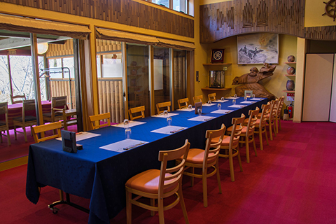 綾部の料亭 ゆう月 座席 団体 法事 椅子席 テーブル席 半個室