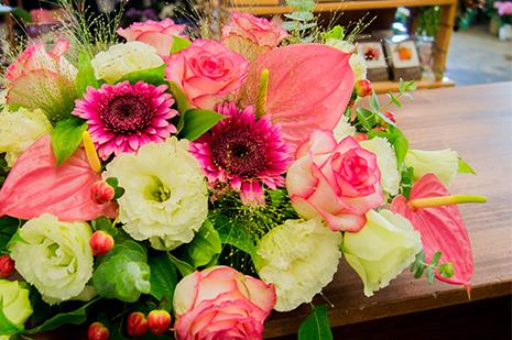 綾部 ゆう月の周辺案内 おすすめの店 花屋 ゆいまーる テーブル装花
