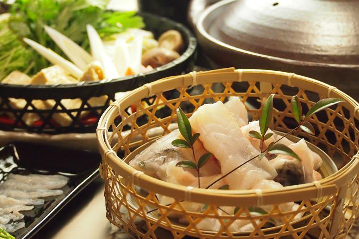 綾部の料亭 ゆう月 本館の鍋料理 てっちり鍋 ふぐ