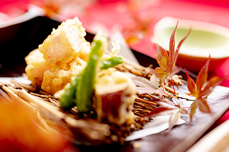 綾部市の和食レストラン ゆう月の秋の会席料理 海老の天ぷら