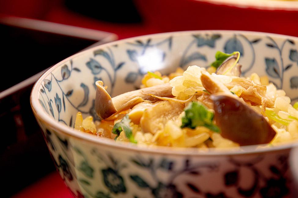 綾部の料亭 ゆう月 秋の会席料理のページ 和食料理のご飯 大黒本しめじの炊き込みご飯