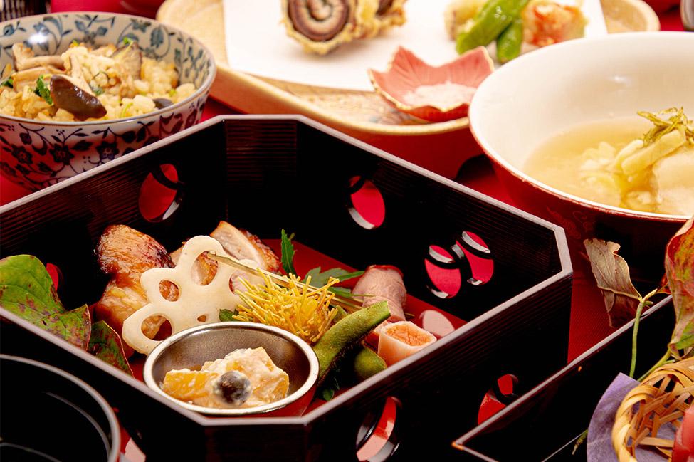 綾部の料亭 ゆう月 秋の会席料理のページ 和食料理の焼き鳥 上林鶏の柚庵焼き 紫ずきん
