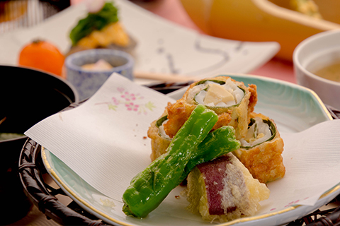 会席料理 ゆう月 鯛と筍の天麩羅 桜