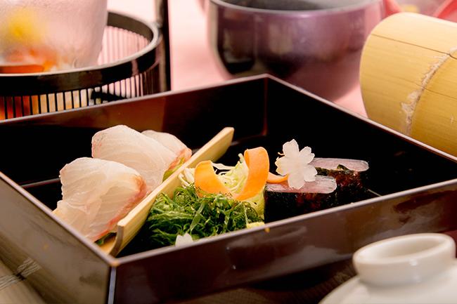 綾部の料亭 ゆう月 春の会席料理 お造り 刺身 熟成魚 マグロ