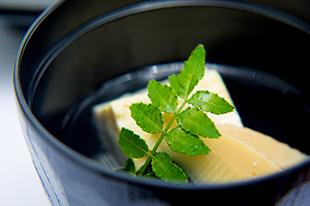 綾部のゆう月 仕出し弁当 会席 法事 お祝い 配達 お吸い物 味噌汁 茶碗蒸し