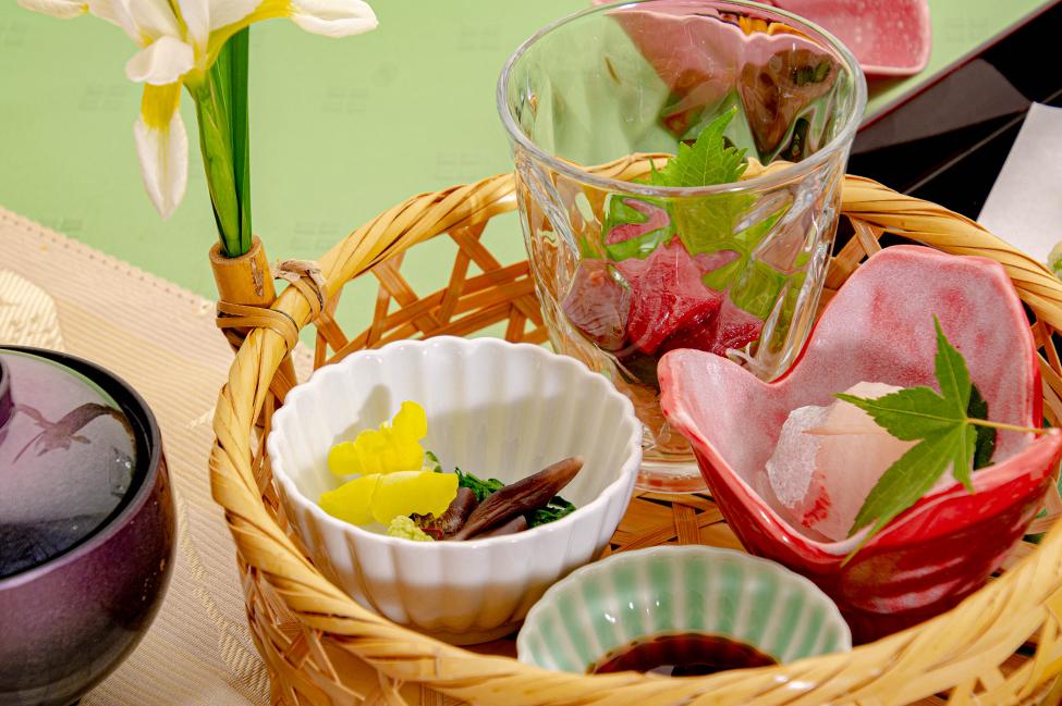 綾部市の和食レストラン ゆう月の6月の会席料理 カンパチとマグロの刺身 鳥貝