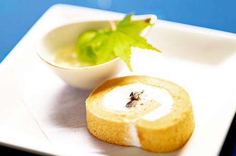 綾部の和食レストラン 夏の会席の水菓子 ロールケーキ