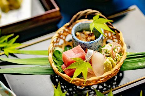 綾部の和食レストラン 夏の会席のお造り 鯛 マグロ シマアジ
