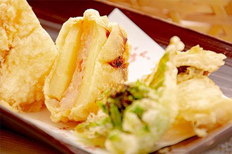 綾部の和食の店 ゆう月の春の料理 筍とエビの天ぷら 山菜の天ぷら