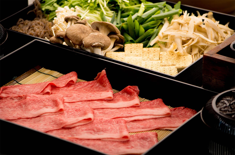 綾部の料亭 ゆう月 本館の鍋料理 牛肉のすき焼き