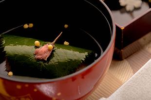 綾部の料亭 ゆう月 春の会席料理 お吸い物 桜蒸し 白魚