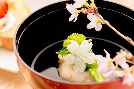 綾部の料亭 ゆう月 春の会席料理 歓迎会 送別会 お花見 菜の花 お吸い物