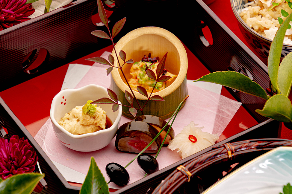 綾部の和食の店 ゆう月の冬の会席料理 前菜 湯葉 黒豆 菊花かぶら