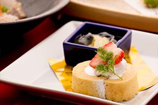 1月の会席料理 デザート 水菓子 ロールケーキ 和三盆 黒豆