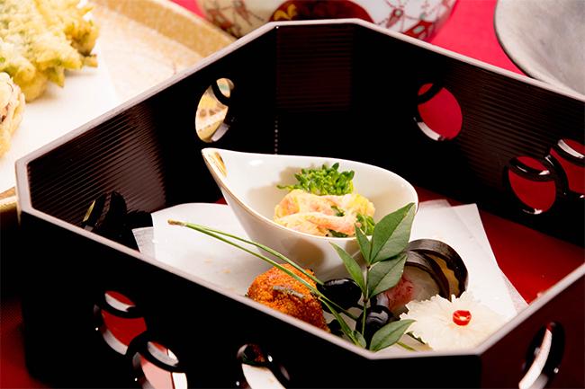 会席料理の前菜 菜の花 菊花かぶら 黒豆