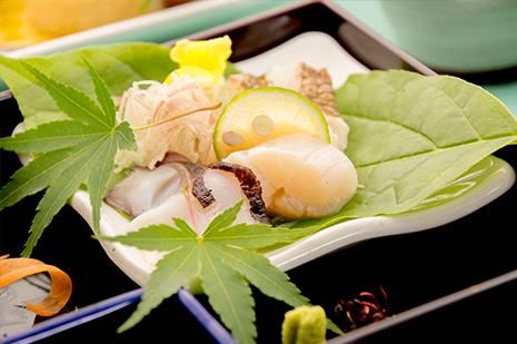 綾部の料亭 ゆう月 夏の会席 お造り 刺身 鯛 タコ