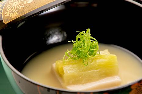 綾部の料亭 ゆう月 夏の会席 お椀 白味噌 胡麻豆腐